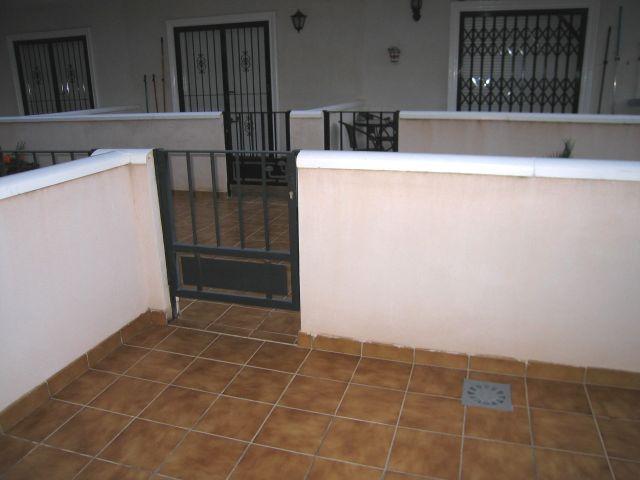 R464_14 Terrasse hinten