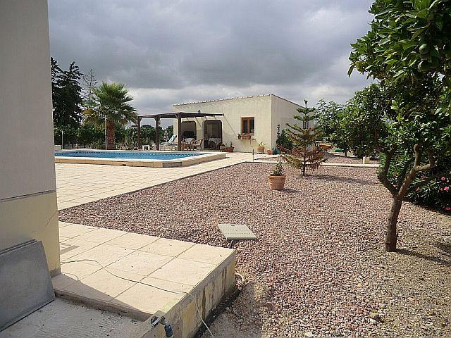 R482_17 Grundstück mit Pool