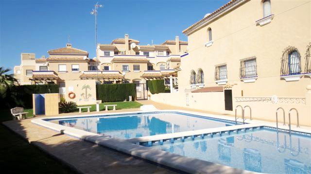 Orihuela Costa – La Zenia, Reihen-Endhaus mit privatem Solarium in Strandnähe, 3 Schlafzimmer, 2 Badezimmer