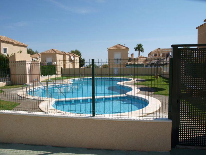 Torrevieja – Los Balcones, Eck-Eckhaus mit Carport, Gemeinschafts-Pool, 2 SZ, Bad, alle Zimmer im Erdgeschoss…