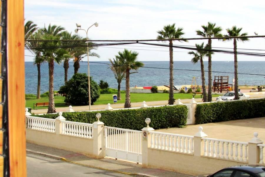 SPANIEN COSTA BLANCA Torrevieja-Mar Azul Duplex Strandhaus komplett renoviert, 3 Schlafzimmer, 2 Badezimmer, Gemeinschaftspool