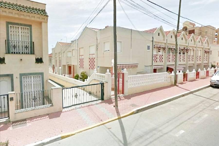 SPANIEN COSTA BLANCA Torrevieja-La Mata, Reihenhaus 2 Schlafzimmer, 2 Badezimmer, mit Terrasse in Residenz 50 Meter vom Badestrand
