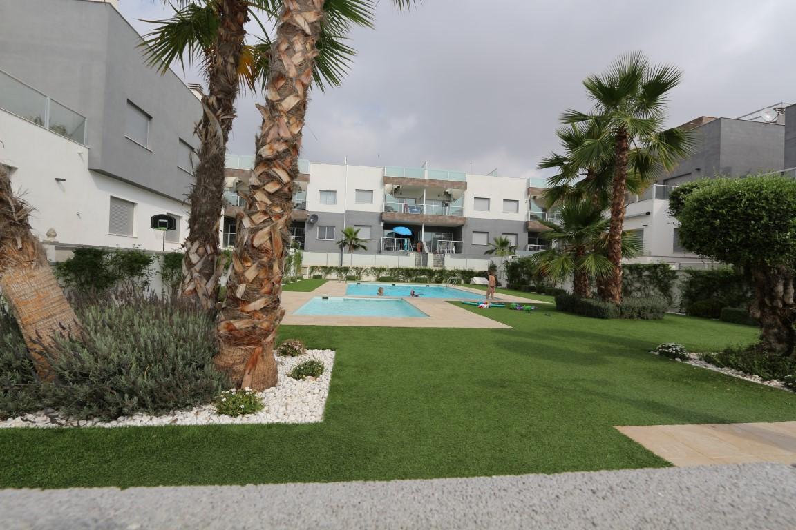 SPANIEN COSTA BLANCA Orihuela Costa Punta Prima, moderne Bungalow-Wohnung mit Parkplatz, Gem-Pool, Strand 1.000 m