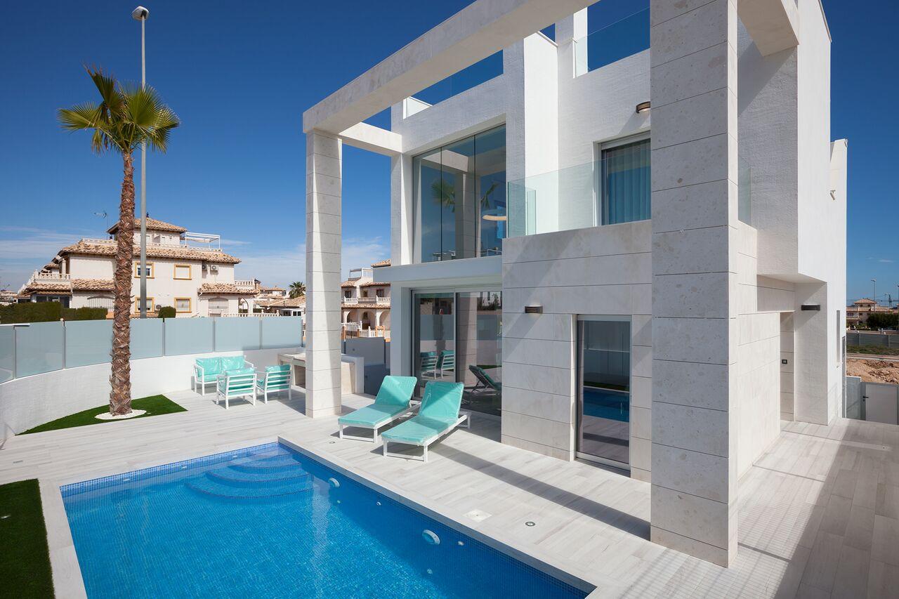 SPANIEN COSTA BLANCA SÜD – Cabo Roig, Villa 3 Schlafzimmer, 3 Bäder,  80 qm Keller, Privatpool