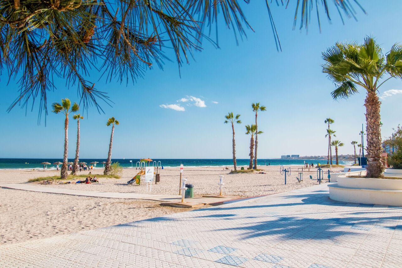 SPANIEN COSTA BLANCA – Torrevieja –  La Mata, Reihenhaus, Südlage, Gem.-Pool, 50 m vom Sandstrand