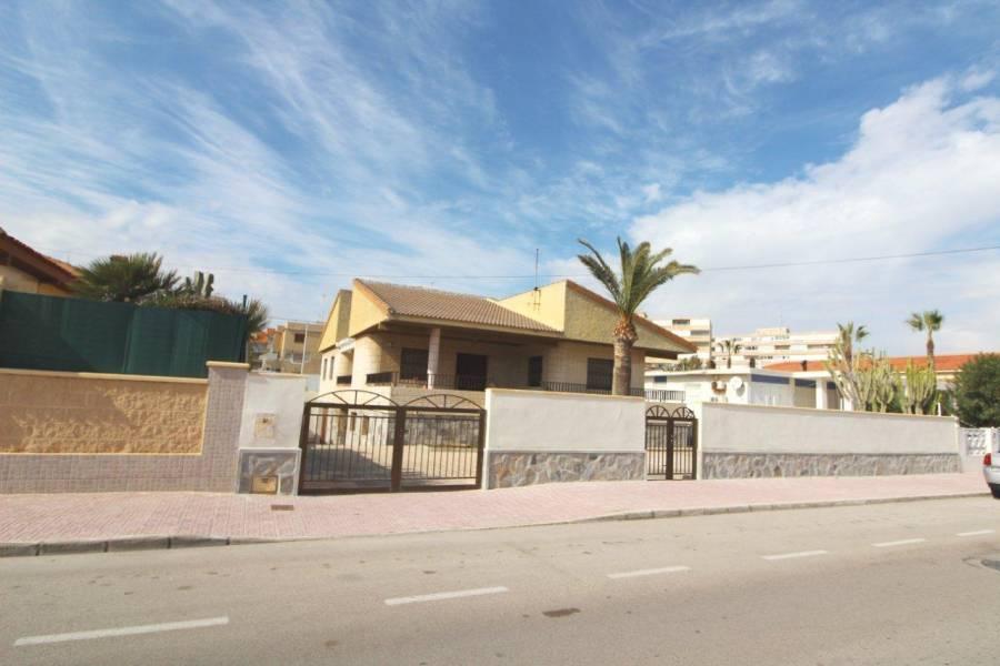 SPAIN COSTA BLANCA Torrevieja-La Mata, Villa to Reform in Second Beach Line