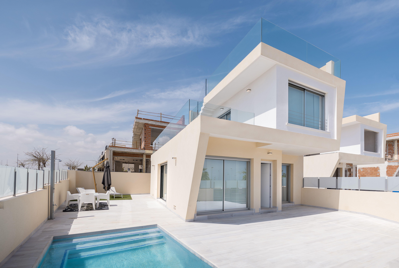 ESPAÑA COSTA BLANCA Torre de la Horadada – Playa (Mil Palmeras) Villas en el stilo moderno