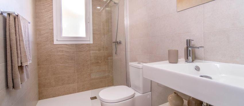 B8_La_Recoleta_Punta_Prima_bathroom_021Piloto