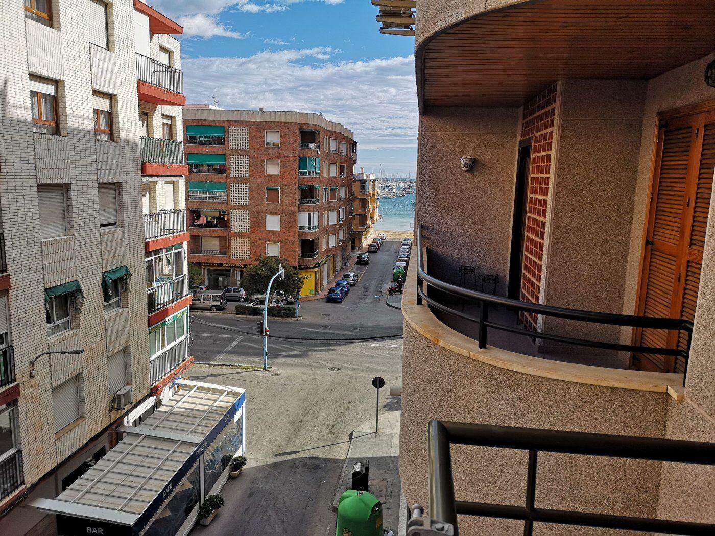 SPANIEN COSTA BLANCA SÜD – TORREVIEJA, Tolle GROSSE Wohnung , RENOVIERUNGSBEDÜRFTIG, NUR 70 m ZUM STRAND