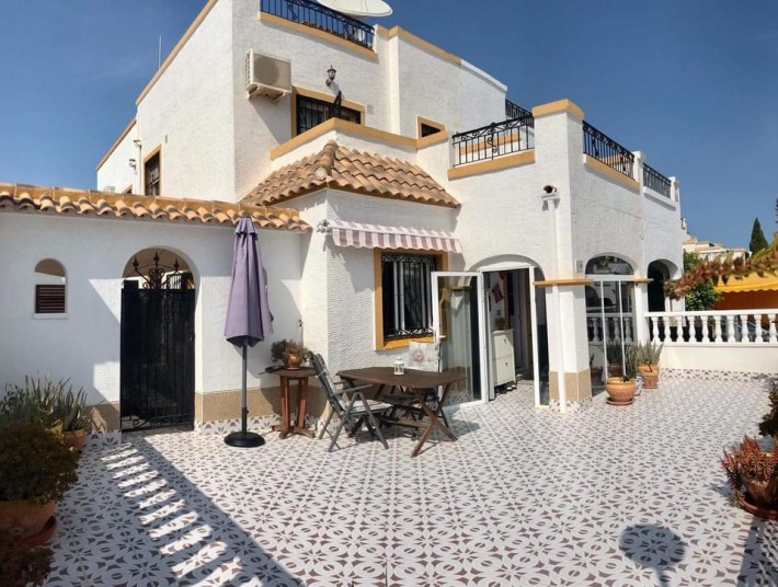 España Costa Blanca Sur – Torrevieja, Quatro con 3 dorm., 2 baños, Solarium de 25 qm, pisc.-com.