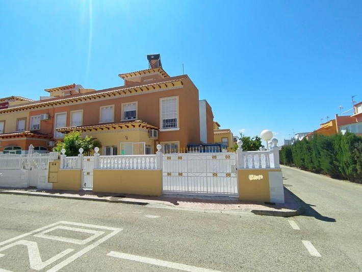 SPAIN COSTA BLANCA, Torrevieja, Corner house with a large plot of land and views of the salt lake, community pool